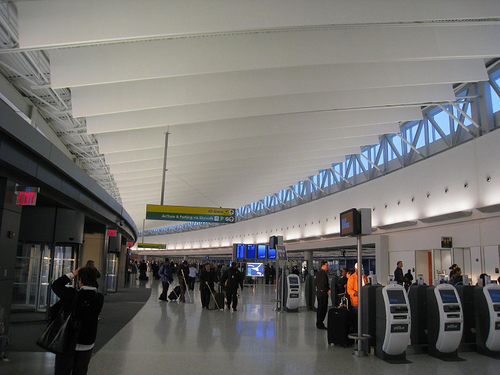 Traveling between JFK Airport and NYC using public transportation