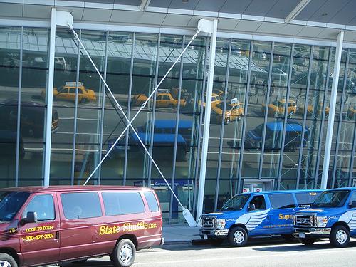 Traveling between JFK / La Guardia (LGA) / Newark (EWR) Airports and NYC using shuttles and van services