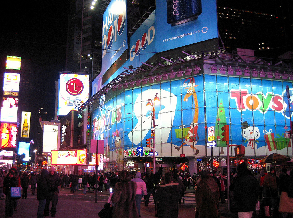 "Toys R Us Times Square – A ""must-see"" while visiting New York City with kids"
