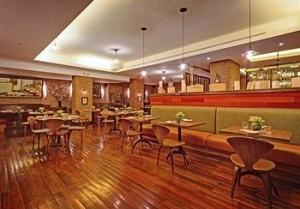 Bread & Tulips Restaurant at Hotel Giraffe