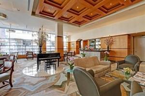 Hotel Giraffe Lobby